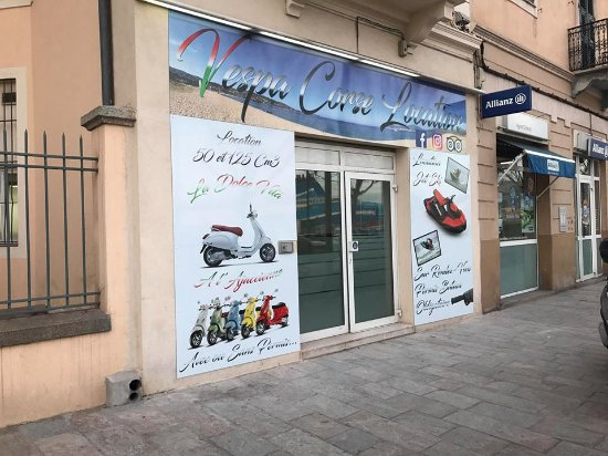 photo du magasin de location de scooter lors de notre passage en corse ajaccio en mai 2017. Black Bedroom Furniture Sets. Home Design Ideas