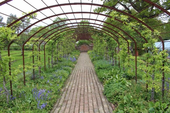 Burwash, UK: Garden arch