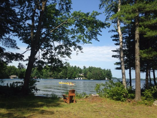 Port Carling, Canadá: No pool but we are on Lake Joseph!  Lots of water equipment to take for a paddle!