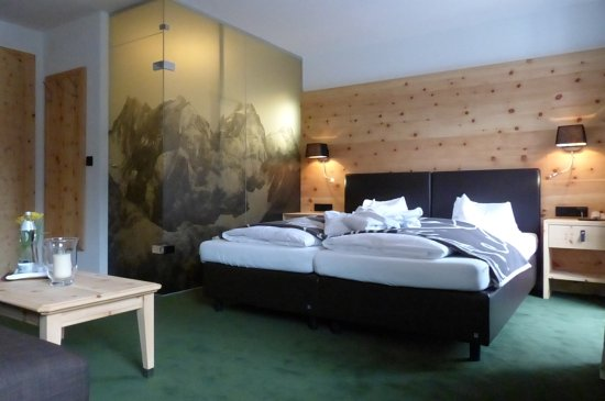 hotel neue post holzgau sterrike omd men och. Black Bedroom Furniture Sets. Home Design Ideas