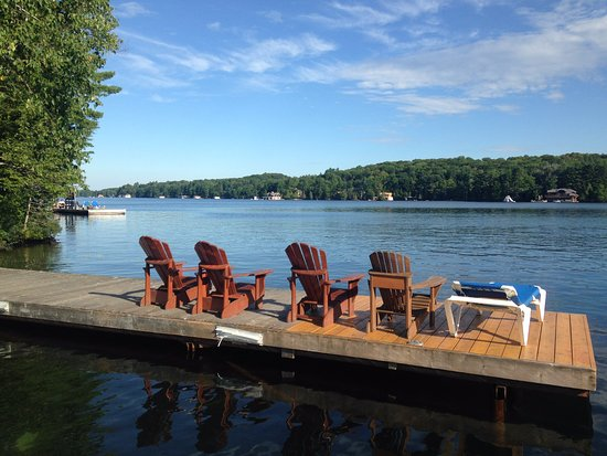Port Carling, Canadá: Pick a chair, any chair!  No reservations required.