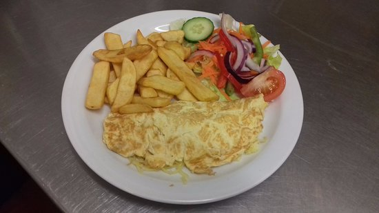 Bexhill-on-Sea, UK: Omelette, Chips and salad