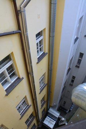Hostel Franz Kafka: Widok z pokoju dla 6 kobiet.