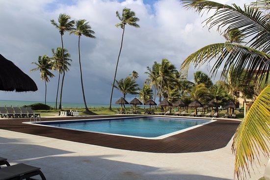 Iberostar Bahia: Piscina que fica em frente ao restaurante da praia, de frente para o mar.