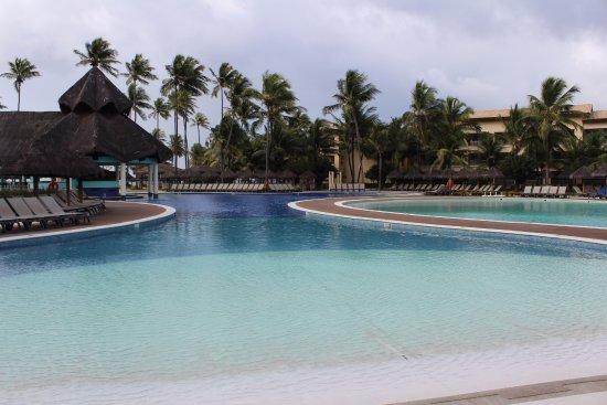 Iberostar Bahia: Piscinas onde ocorrem as atividades durante o dia, com bar molhado