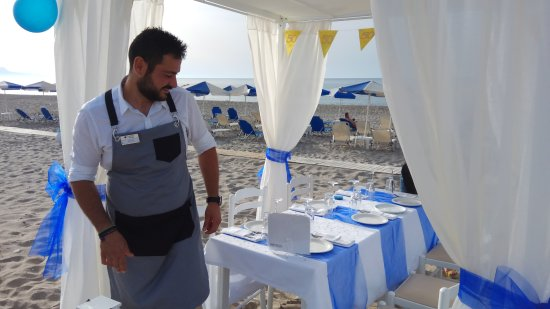 Iperion Beach Hotel: Dinning at the beach