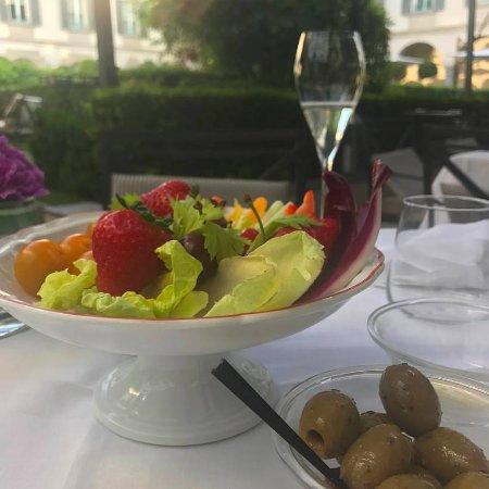 Four Seasons Hotel Milano : Table in the left far corner cloister
