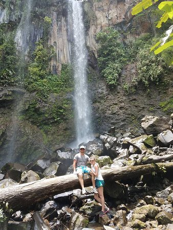 Playa Hermosa, Costa Rica: waterfall