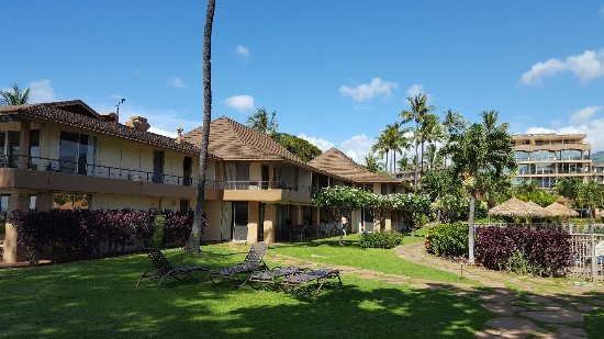 Aston Maui Kaanapali Villas: Корпус с видом на море, бассейн и здание Алоха