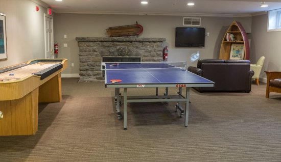 Port Carling, Canada: Newly added Games Room on the lower level.