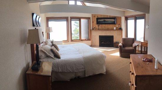 Tofte, MN: Master Bedroom