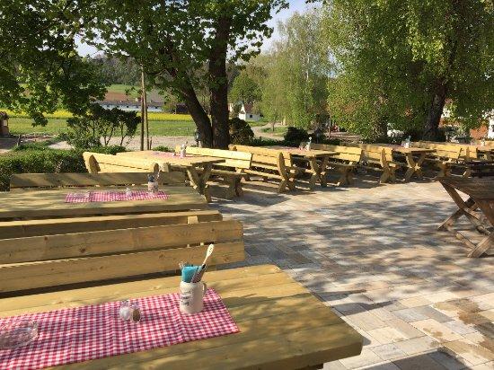 Eichstatt, Almanya: Sonniger Biergarten