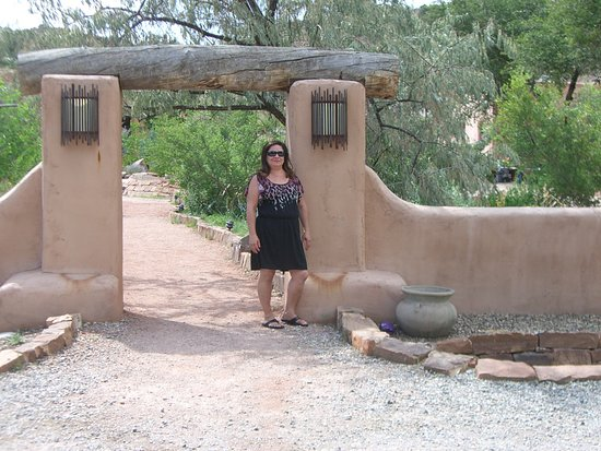 Ojo Caliente, Nuevo México: Beautiful grounds at Ojo....
