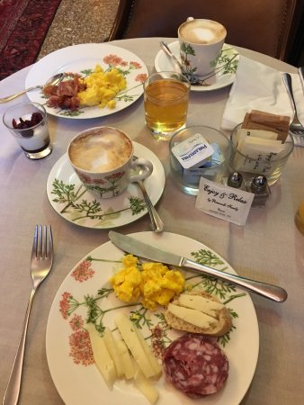 Hotel Flora: Our breakfast
