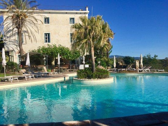 hotel la solenzara la piscine et le jardin - Piscine Jardin