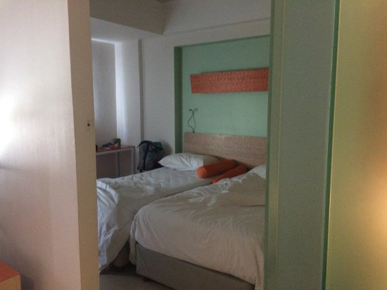 HARRIS Hotel & Residences Riverview Kuta : One Bed Room Apartment, twin bed