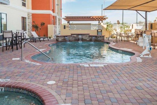Edinburg, Τέξας: Outdoor Pool & Spa with BBQ Pit