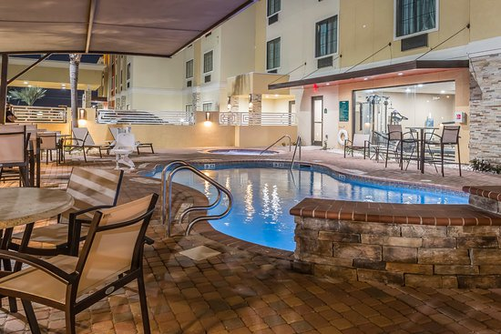 Edinburg, TX: Outdoor Pool & Spa with BBQ Pit