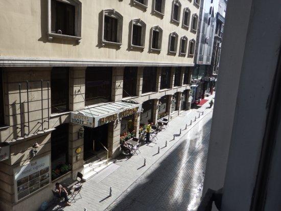 Zagreb Hotel: Вид из номера 109.