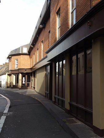 Carlow, ไอร์แลนด์: Entrance on Charlotte Street