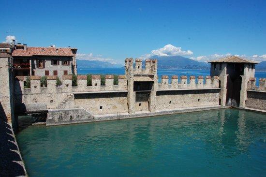 Rocca Scaligera di Sirmione: harbour