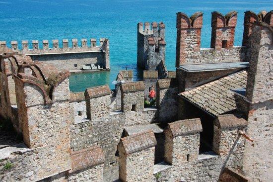 Rocca Scaligera di Sirmione: castelations
