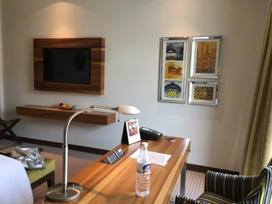 Taj Swarna Amritsar: The Extra Long Office Desk
