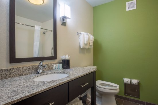Ingleside, TX: Double Queen Bathroom-Bathtub