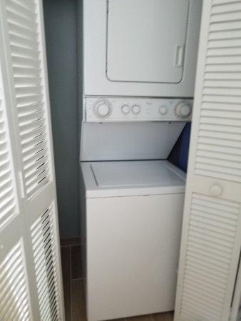 Residence Inn Fort Lauderdale Pompano Beach/Oceanfront: Washer / Dryer in Bathroom
