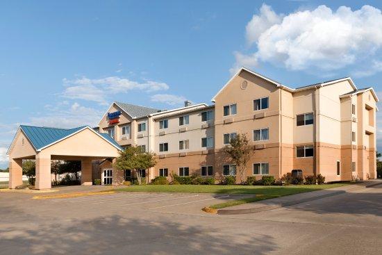 เมสกีต, เท็กซัส: Exterior and Parking Lot of Mesquite Fairfield Inn & Suites