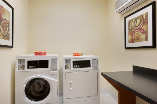 เมสกีต, เท็กซัส: Guest Laundry Facility at Fairfield Inn & Suites Mesquite