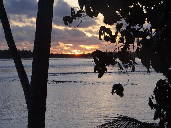 Thulusdhoo Island: Sunrise!!