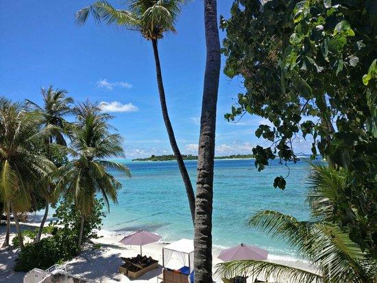 Thulusdhoo Island Photo