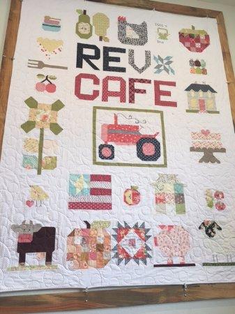 Monticello, فلوريدا: Rev Cafe wall decor.