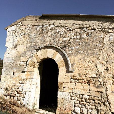 Robion, France: La vie au domaine des Peyre ces derniers mois, plantation de nouvelles vignes, rénovation de La