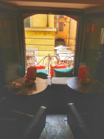 Loacker Point of Sale Verona: 20170514_125139-01_large.jpg