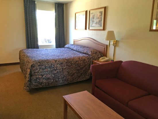 Smackover, AR: One King Bed Suite
