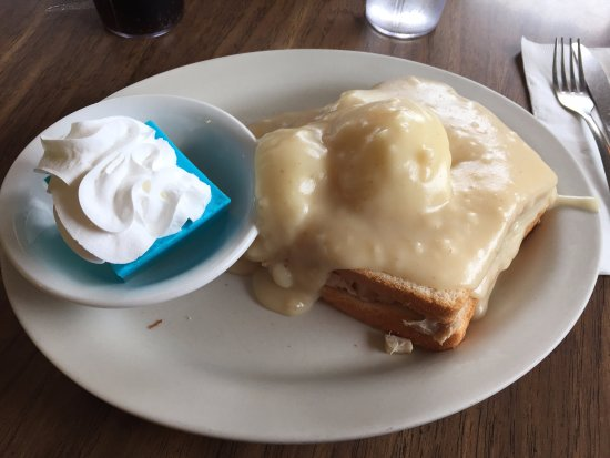 Shakopee, MN: Hot turkey sandwich with mashed potatoes and blue jello