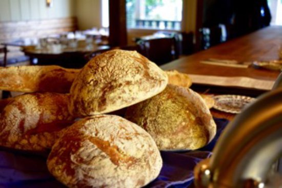 Bowen Island, Canada: House made sourdough bread