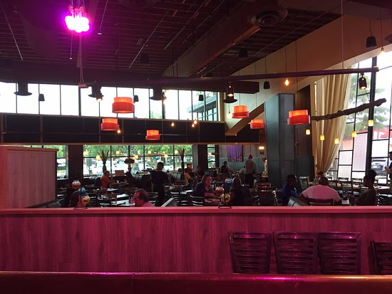 Addison, تكساس: Dining area from bar