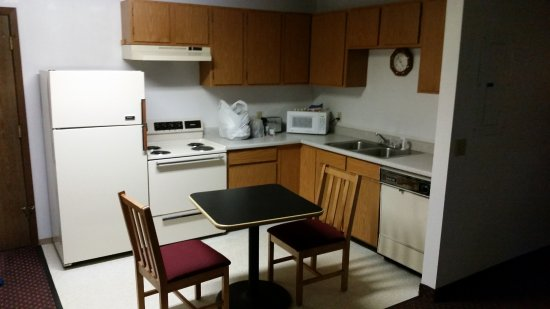 Travelodge by Wyndham Deer Lodge Montana: kitchen