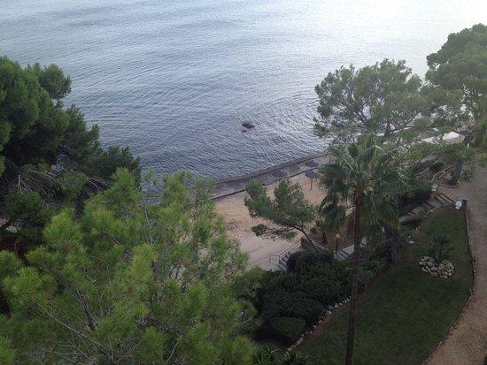 Costa de los Pinos, España: Vue d'une partie du coin de la plage depuis la chambre
