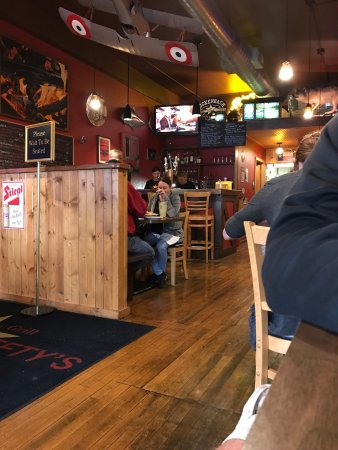 Monroe, WI: Small downtown ambiance with a wonderful aroma of smoked meat