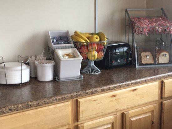 New Castle, PA: Breakfast room