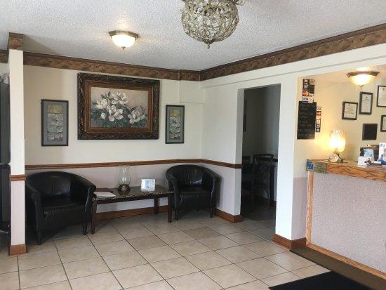 New Castle, PA: Lobby