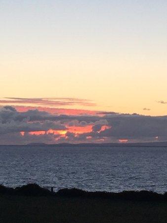Fanore, Irland: Blick aus dem Restaurant - Sonnenuntergang