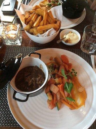 Eetcafé 't Raodhoes: Overheerlijke bruschetta's, stoofpotje 'Hereford' met superfijne groentjes en verse frietjes Vri