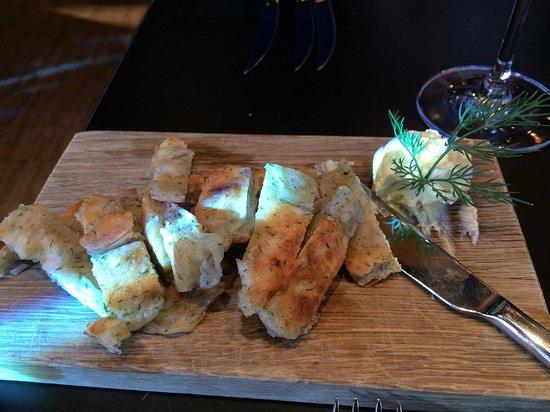 Fjord Restaurant: Pannestekt brød med dill smør .