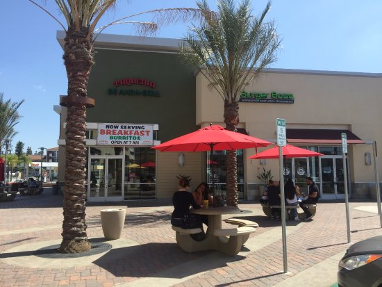 Lake Forest, Californie : Outdoor seating area