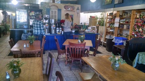 Ashland, VA: It is an adorable bake shop cafe with booths and antique tables